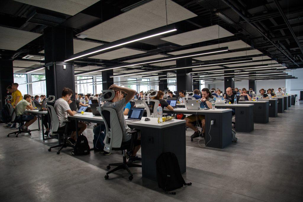 Perbedaan Startup dan Korporasi. Enakan Kerja Dimana?